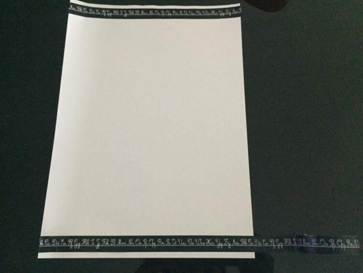 feuille avec masking tape alphabet