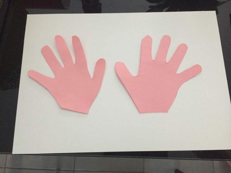 Main découpée rose